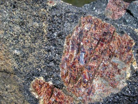 Free Stock Photo of Raw garnets