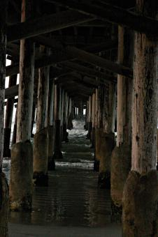 Free Stock Photo of Waves under the pier