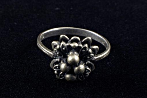 Free Stock Photo of Silver ring with flower decoration