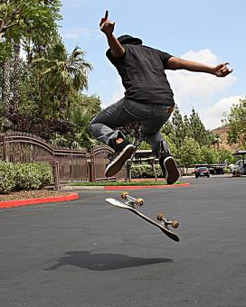 Free Stock Photo of Jumpin Skateboarder