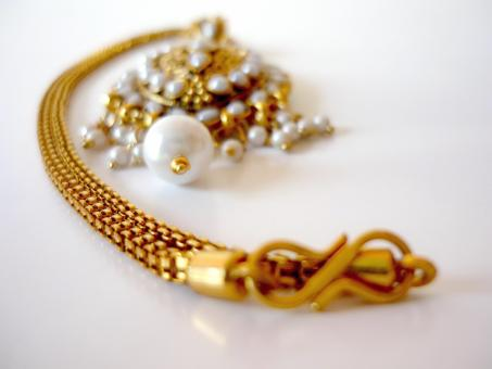 Free Stock Photo of Gold and pearl necklace
