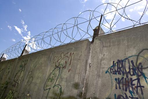 Free Stock Photo of Barbed wire wall
