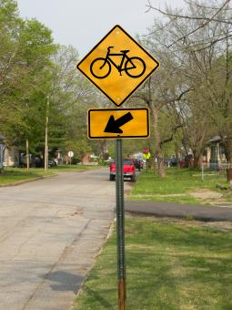 Free Stock Photo of Bicycle sign along street