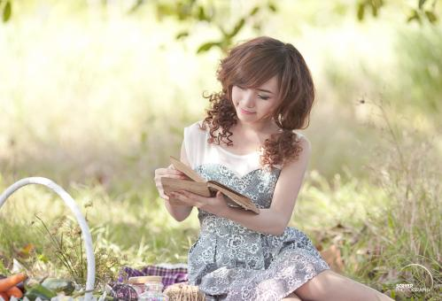 Free Stock Photo of Pretty Girl reading book