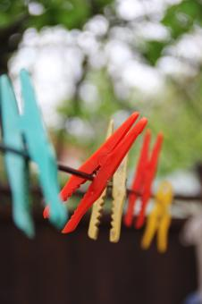 Free Stock Photo of Colorful washing tongs
