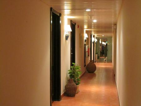 Free Stock Photo of Hotel hallway