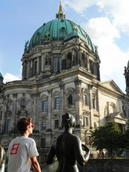 Free Stock Photo of A statue regarding Berlin Church