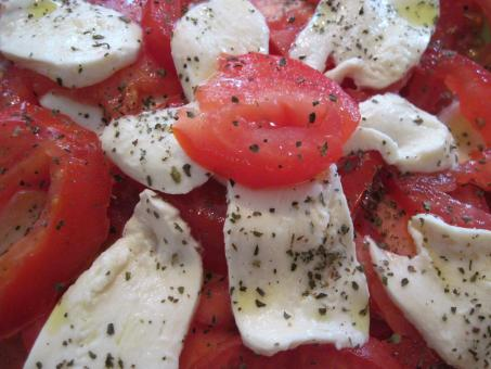Free Stock Photo of Tomatoes and mozzarella salad