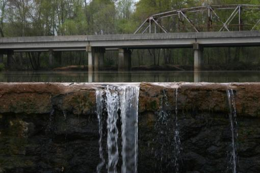 Free Stock Photo of Truss-ell behind the dam