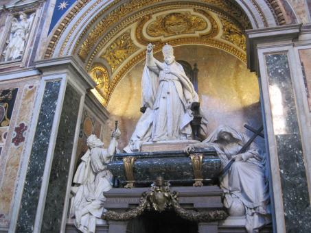 Free Stock Photo of Pope statue inside the St.Peters Basilica
