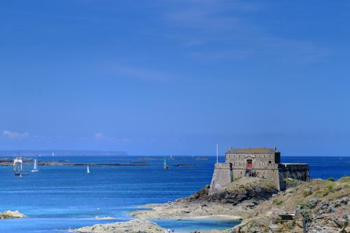 Free Stock Photo of Saint Malo Castle by the Sea