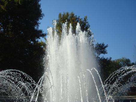 Free Stock Photo of Fountain in the city park