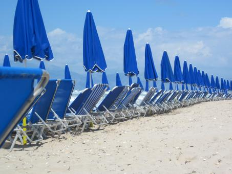 Free Stock Photo of Sunbeds and umbrellas on the beach