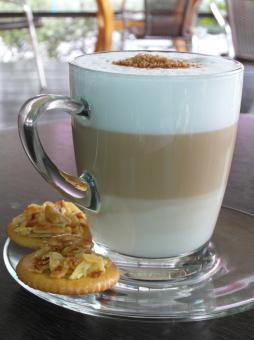 Free Stock Photo of Layered Latte with biscuits