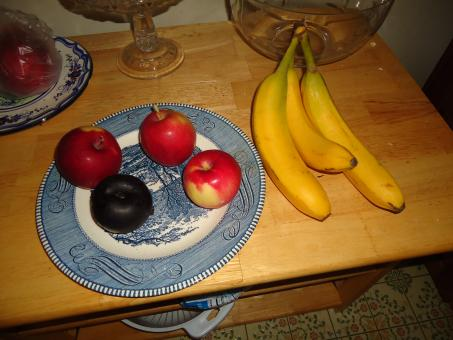 Free Stock Photo of Fruit on plate