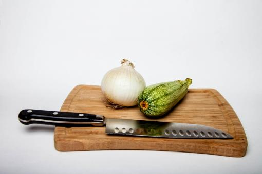 Free Stock Photo of Wooden cutting board with vegetables