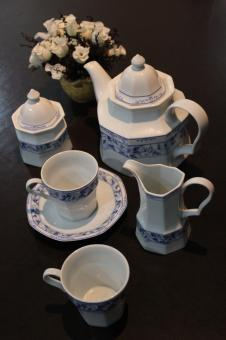 Free Stock Photo of A blue and white china tea set