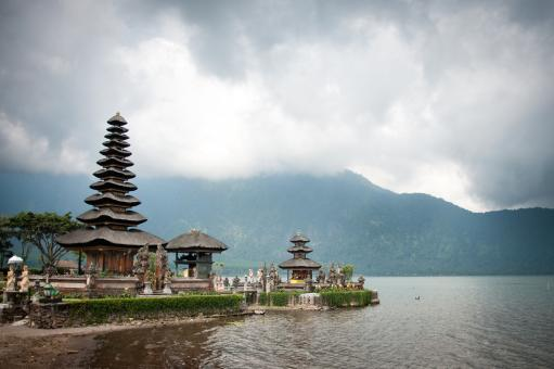 Free Stock Photo of Pura Ulun Danu temple on a lake Beratan
