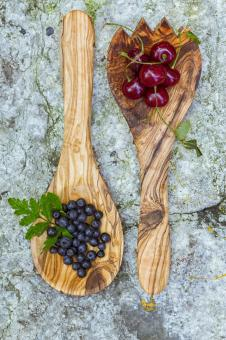 Free Stock Photo of Cherries and blueberries in wooden spoon