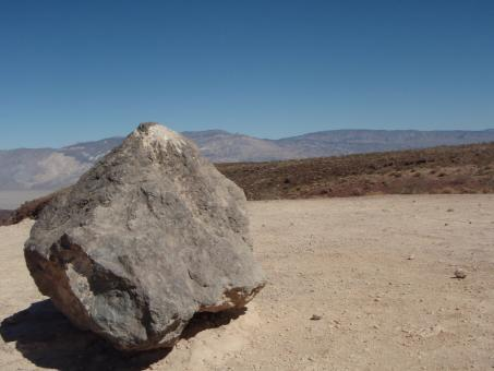 Free Stock Photo of Big rock in the desert