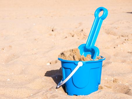 Free Stock Photo of View of a basket and scoop at the beach
