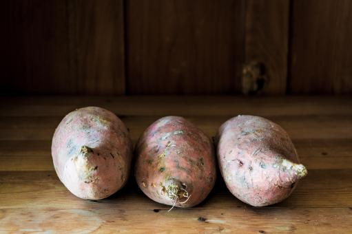 Free Stock Photo of Sweet potatoes on wooden background
