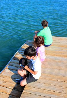 Free Stock Photo of Kids aloof on the pier