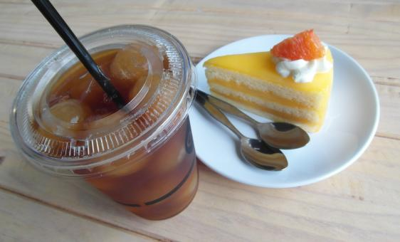 Free Stock Photo of Iced Tea and Cake