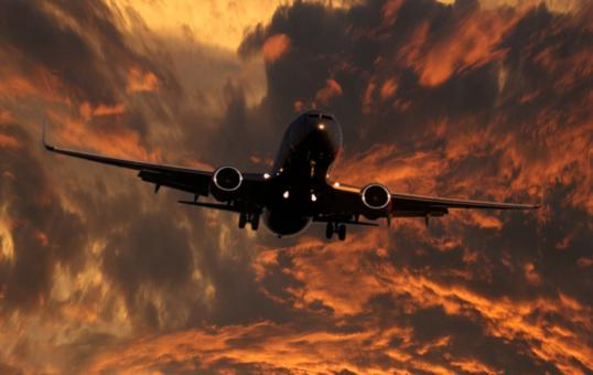 Free Stock Photo of Jetliner approaching runway