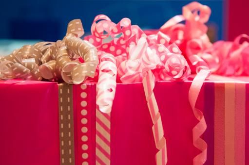 Free Stock Photo of Gift wrapping with ribbons