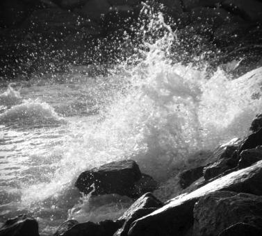 Free Stock Photo of Waves Crashing Against Rocks