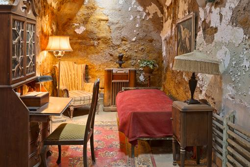 Free Stock Photo of Al Capones Luxurious Prison Cell - HDR