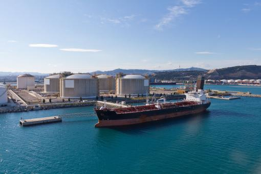 Free Stock Photo of Tanker at oil storage terminal