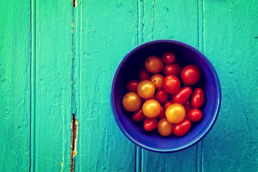 Free Stock Photo of Fresh colorful cherry tomatoes on wood background - Organic farming