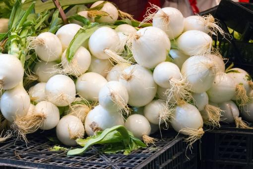 Free Stock Photo of Onions at the Market