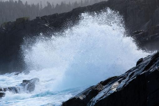 Free Stock Photo of Large waves crashing on shoreline