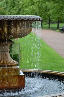 Free Stock Photo of Fountain in the park