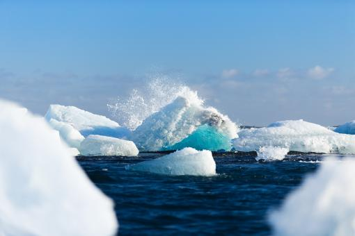 Free Stock Photo of Icebergs Collapsing