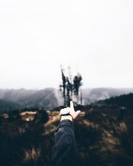 Free Stock Photo of Pointing at the Landscape