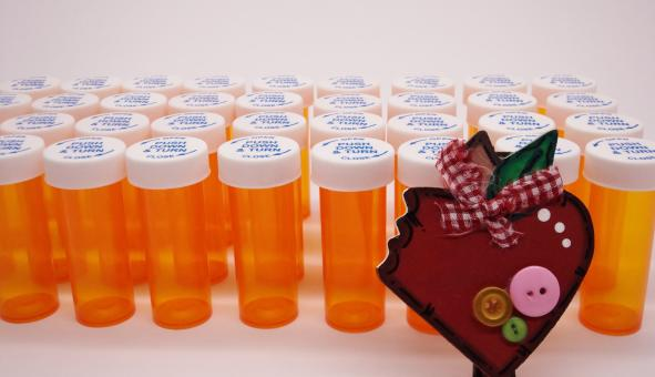 Free Stock Photo of Heart and bottles of pills