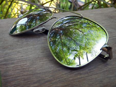 Free Stock Photo of Sunglasses Reflection of Summer