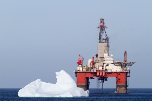 Free Stock Photo of Iceberg Close to Oil and Gas Platform