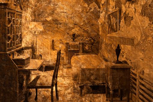 Free Stock Photo of Al Capone's Prison Cell - Gold Decadence