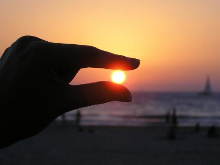 Free Stock Photo of Sun in the Hand