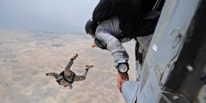 Free Stock Photo of Parachute Jumping Soldiers
