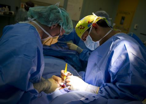 Free Stock Photo of Performing Surgery