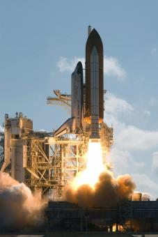 Free Stock Photo of Space Shuttle Discovery Launch