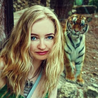 Free Stock Photo of Blonde with Tiger