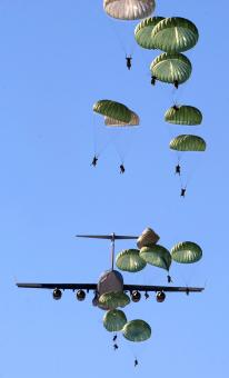 Free Stock Photo of Group of Parachuters