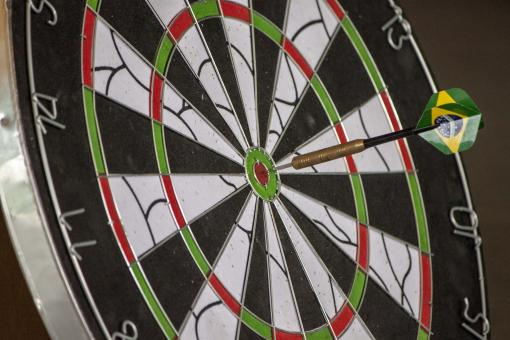 Free Stock Photo of Dart hitting target
